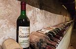 Etichette su bottiglie di vino